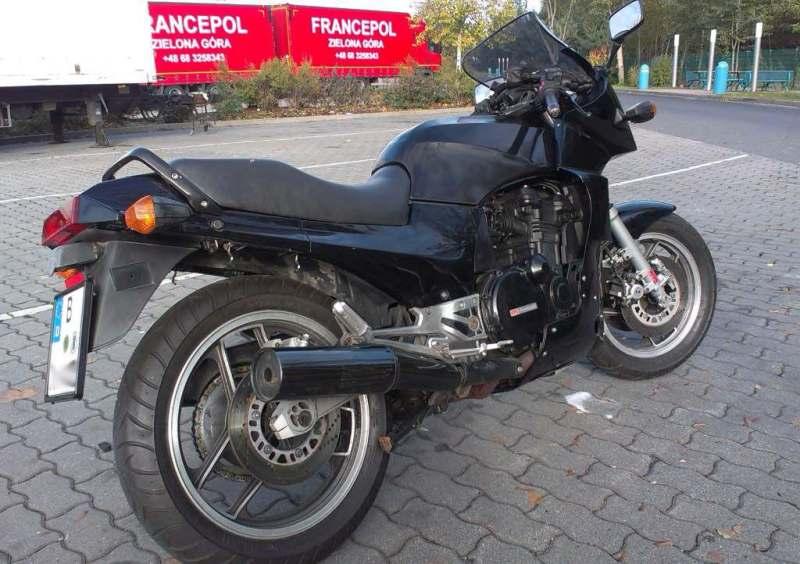 Kawasaki GPZ 900 - Black Ninja